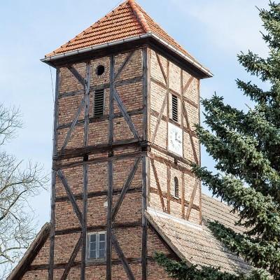 Die Kirche in Neuendorf - der Kirchturm.