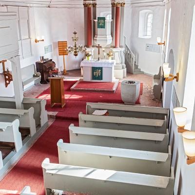 Die Kirche in Neuendorf - Innenansicht