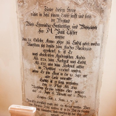 Die Kirche in Rottstock - Grabplatte