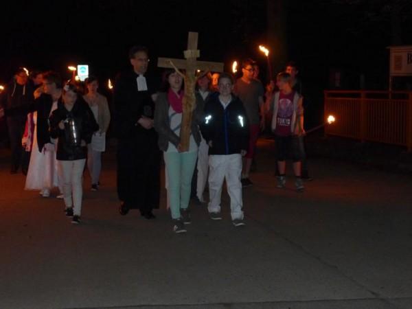 Osternacht - Prozession mit Täuflingen