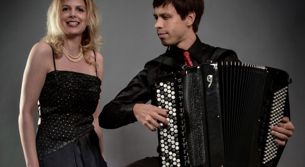 Ute Beckert (Gesang) und Maxim Shagaev (Bajan)