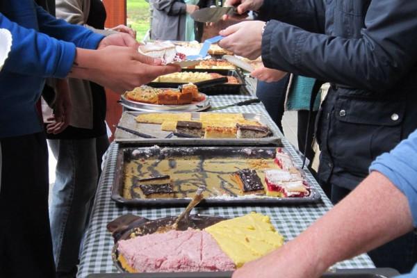 Gemeindefest 2014 - Kuchen ging gut und schmeckte