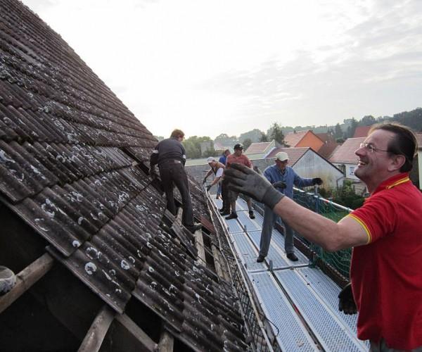 Trebitzer Kirche - fröhliches Dachziegelwerfen