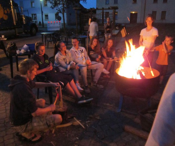 Kinder - und Jugendwoche 2014 in Brück: Stockbrot am Abend