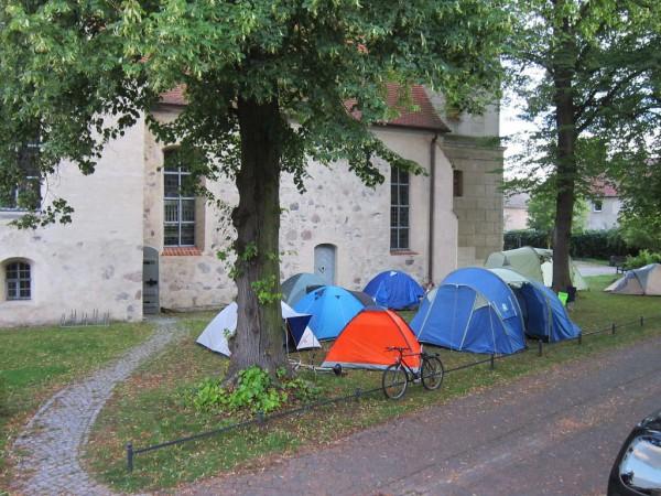 Kinder - und Jugendwoche 2014 in Brück: Zelten an der Kirche