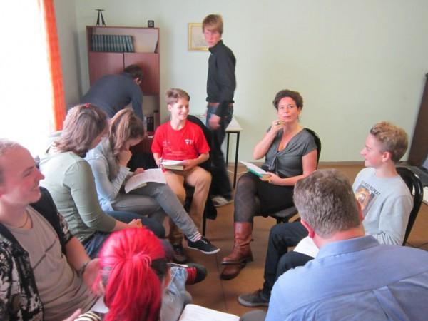 Arlett Rumpff Chefin des Reformbüros der EKBO im Gespräch mit Jugend in Brück Rottstock