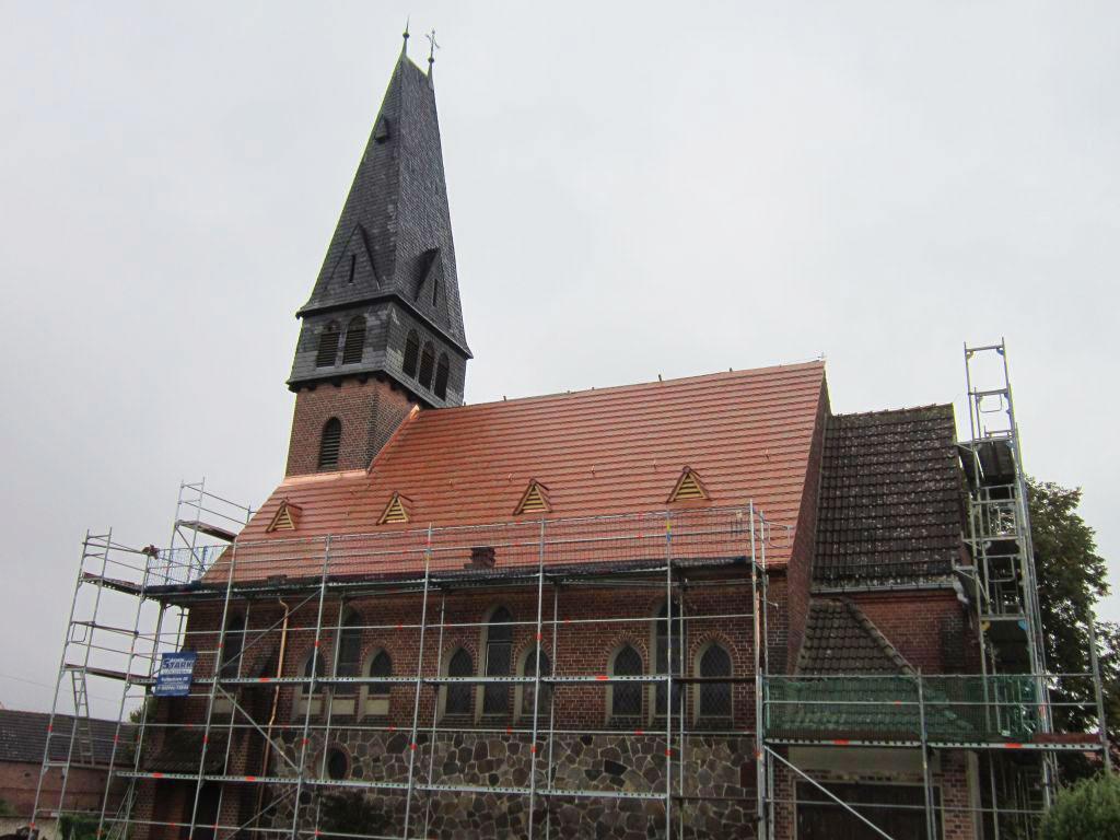 Kirche Trebitz mit neuem Dach