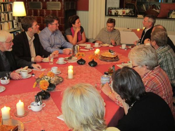 Kirchenleitungsdelegation im Gespräch mit Kirchenältesten und Pfarrern in Rädigke