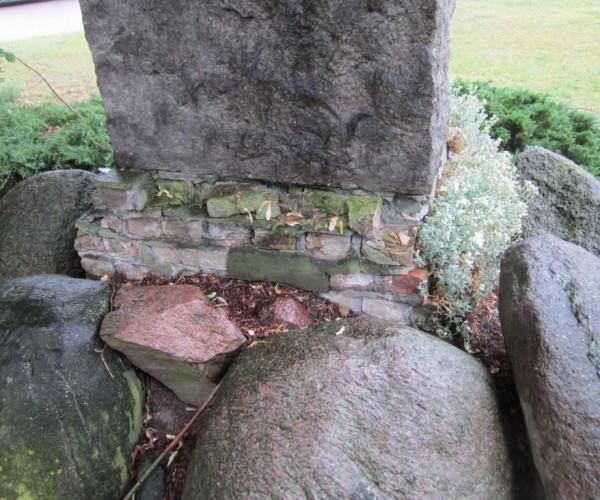 Kriegerdenkmal marodes Fundament Neuendorf