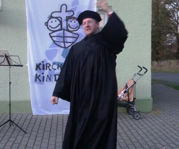 Lutherfest mit neuen Thesen, Mittelaltertreiben und Fackeln