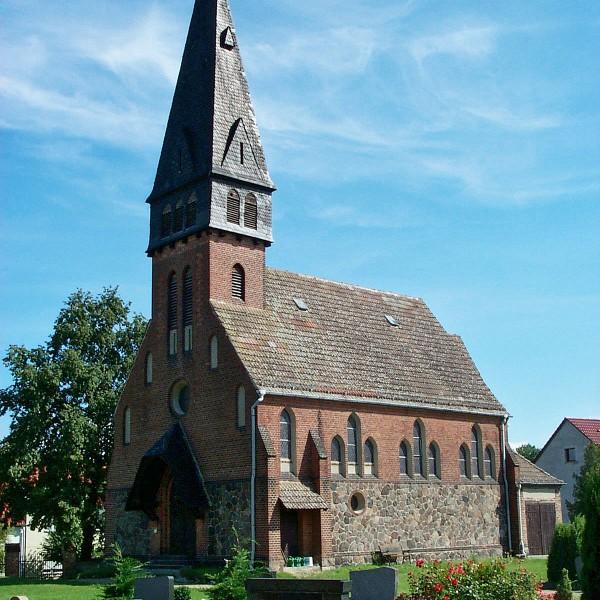 Die Evangelische Kirche in Trebitz vor der Sanierung.