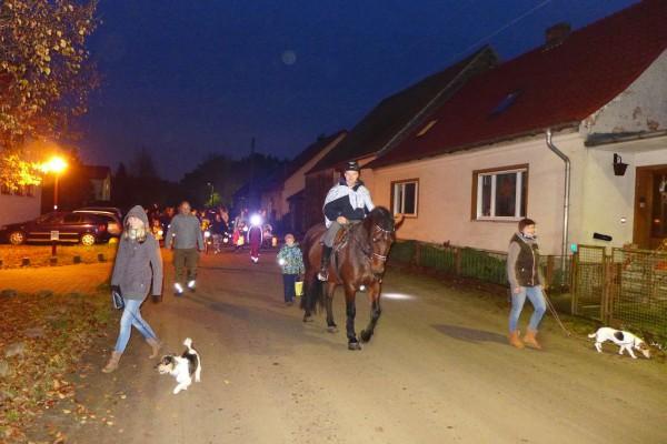 Martinsumzug Hasenbande - Mit Pferd und Martin
