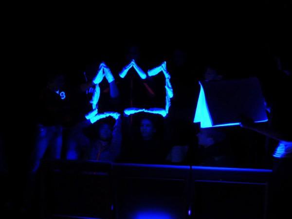 Königskrone im Schwarzlicht - Heiliger Abend in der Lambertuskirche Brück