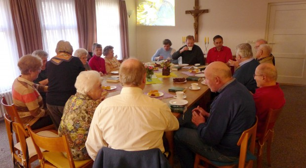 Gemeindenachmittag: Priester Stegemann referiert über Franziskus