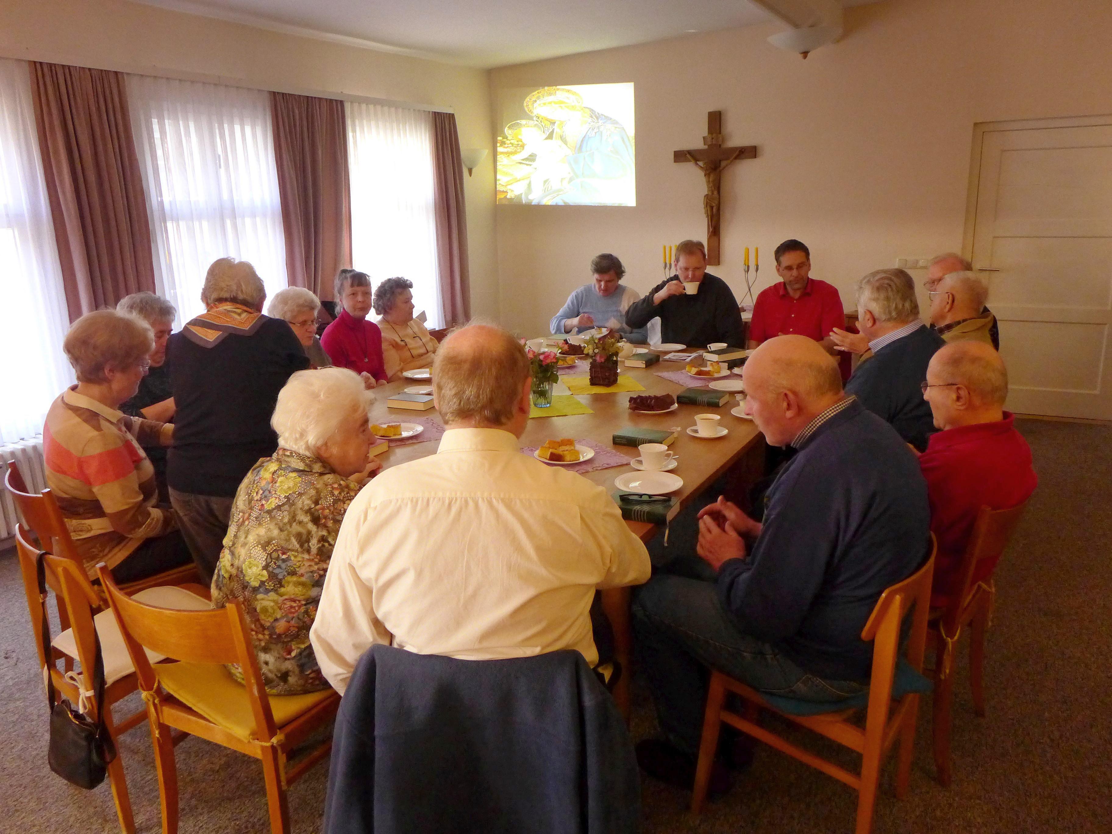 Pfarrer Stegemann beim Gemeindenachmittag