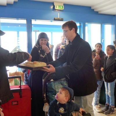 Asylbewerber in Brück mit Brot und Salz empfangen