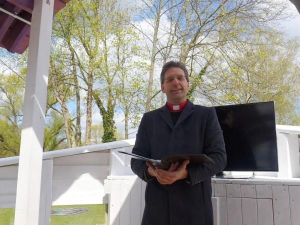Pfarrer Kautz bei der Eröffnungsandacht im Kirchenschiff der BUGA in Brandenburg 2015