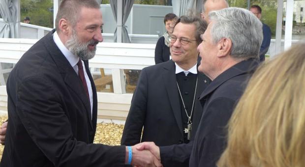 Sup Wisch begrüßt in Anwesenheit von Bischof Droege den Bundespraesidenten Gauck am BuGa-Kirchenschiff