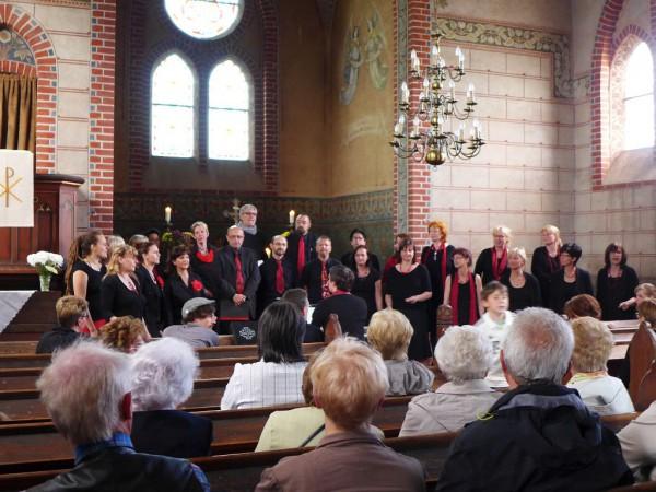 Der Gospelchor beim Gemeindefest 2015