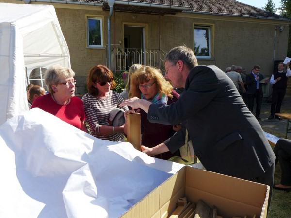 Herr Schreiber von der Fa - Gemeindefest des Evangelischen Pfarrbereichs Brück 2015