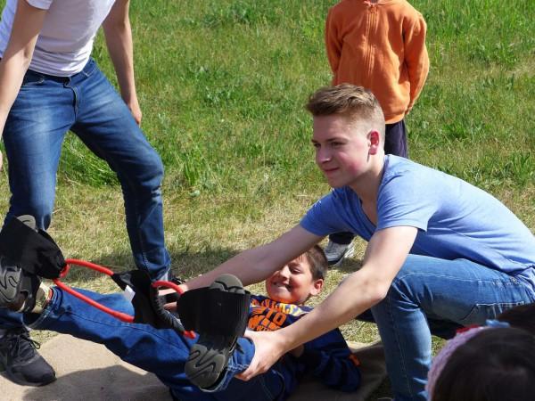 Sandstockschleuder beim Gemeindefest des Evangelischen Pfarrbereichs Brück 2015