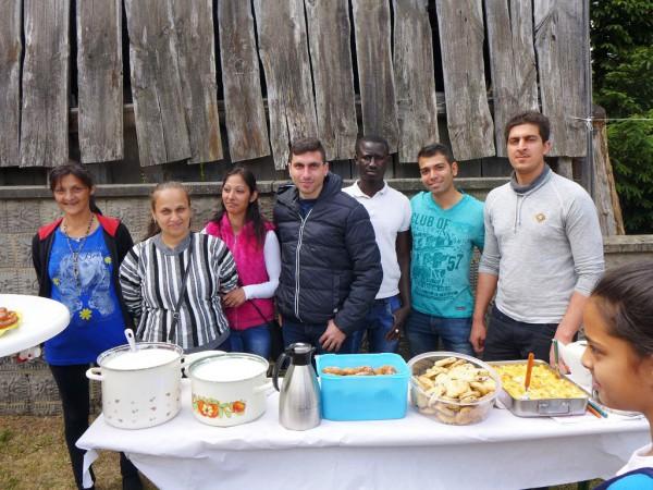 Kochteam aus dem Asylbewerberheim - Gemeindefest 2015