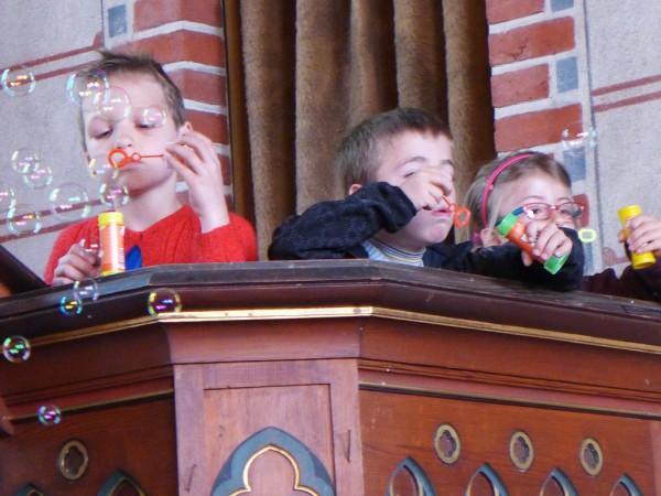 Seifenblasen auf der Kanzel - Gemeindefest 2015