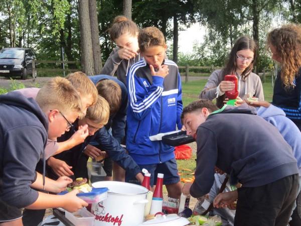Schwedenfahrradfahrt 2015 - Essen ist begehrt