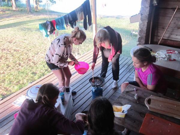 Schwedenfahrradfahrt 2015 - Kochen mit hungrigen Zuschauern