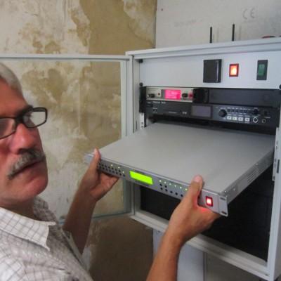 Donath Frank von der Fa. Strässer wechselt den Verstärker