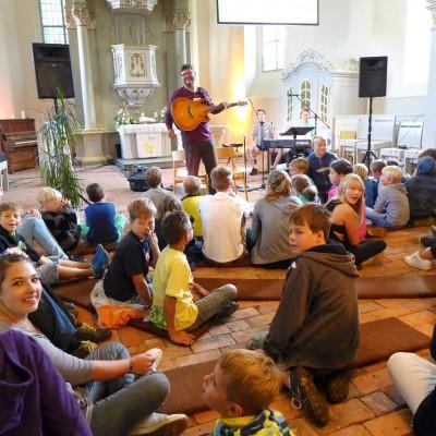 Musikpastor Matthias George bei Kinder- und Jugendwoche in Brück 2015