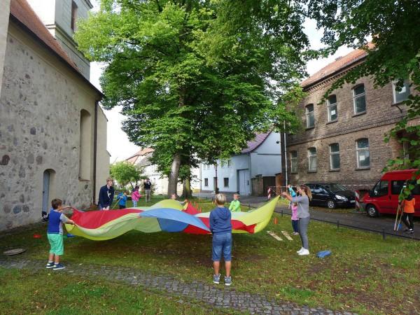 Gemeinsam spielen - Kinder- und Jugendwoche in Brück 2015