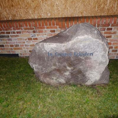 In Gottes Frieden - Stein der Grünen Wiese in Gömnigk