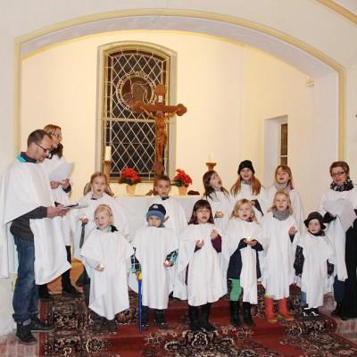 Unter der Leitung von Frank Schulze fand in der Kirche zu Gömnigk die Probe für das Krippenspiel statt