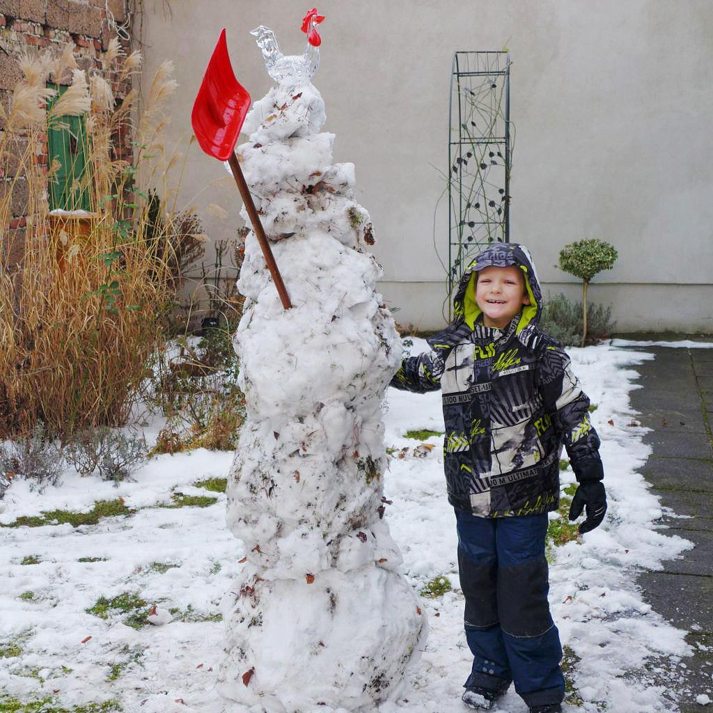 Zwei Schneemänner in Brück