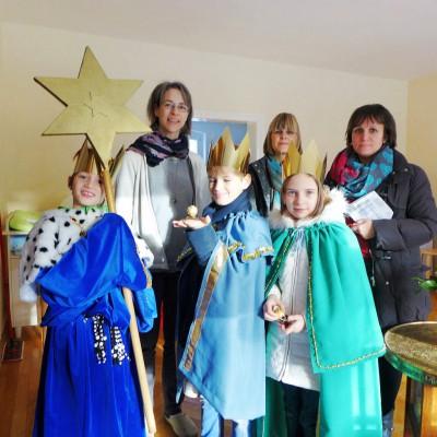 Katholische Sternensänger im Pfarrhaus Brück