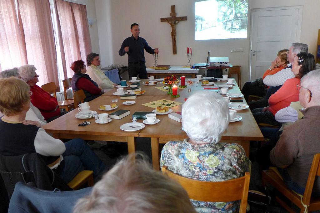 Pfarrer Danner beim Gemeindenachmittag