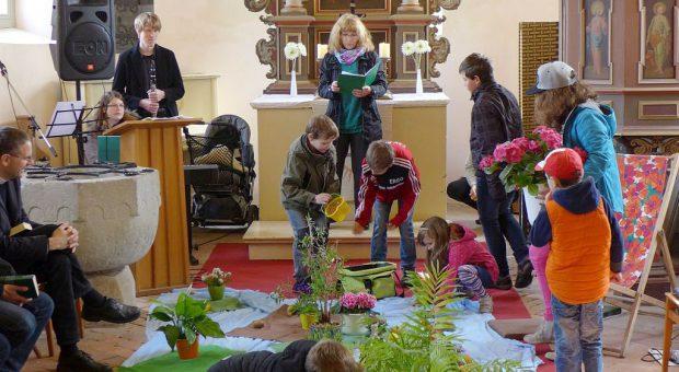 Alles neu macht der Mai! bunter erfüllender Familiengottesdienst zum Thema Schöpfung