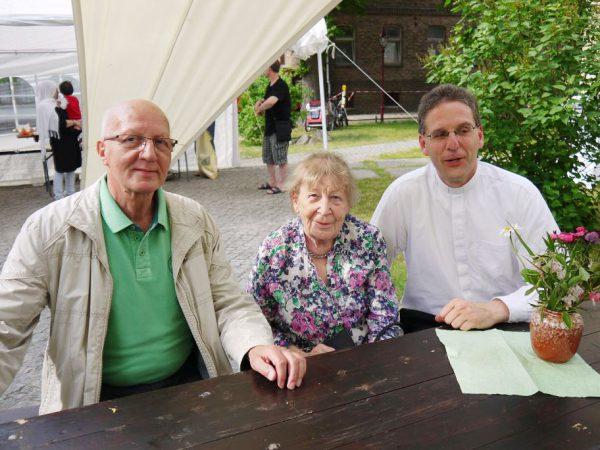 Frau Brueck mit Buergermeister und Pfarrer - Gemeindefest 2016