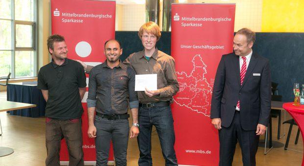 Fahrradselbsthilfe findet statt - Spende der Mittelbrandenburgischen Sparkasse