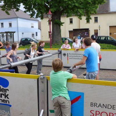 Streetsoccer, Münzen, Bilder, Kreativität und Musik beim Gemeindefest in Brück