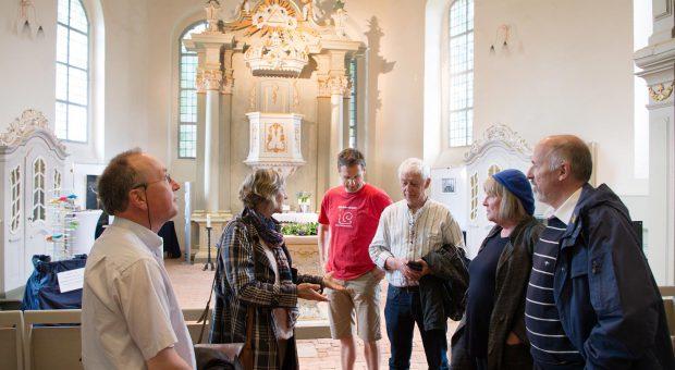 Hoher ökumenischer Besuch in Brück besichtigt die Lambertuskirche