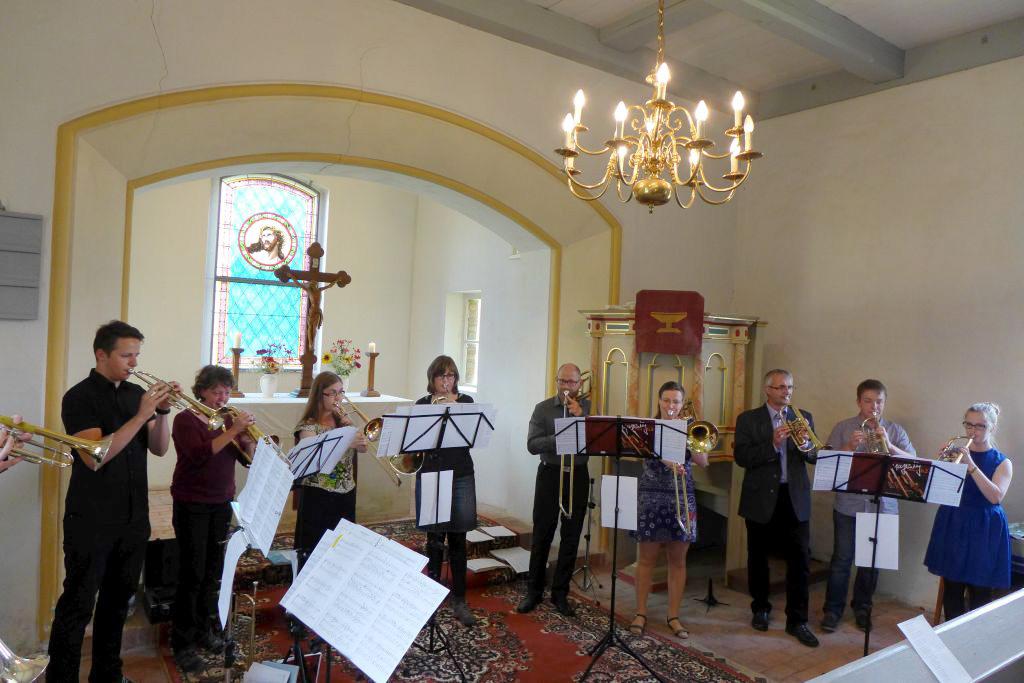 Kreative sächsische Bläser beim Konzert in der Dorfkirche Gömnigk