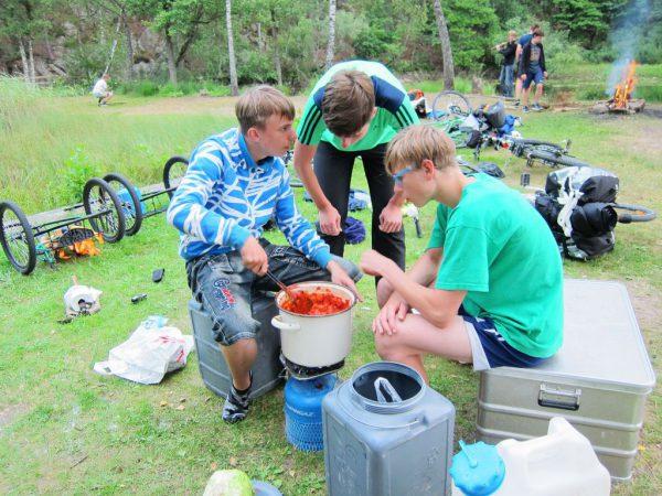 Kochen will gelernt sein - Schweden-Fahrradtour 2016