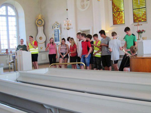 Singen in der Schwedenkirche - Schweden-Fahrradtour 2016