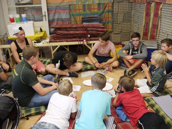 Kleingruppe mit Tim Schadt - Kinder- und Jugendwoche 2016