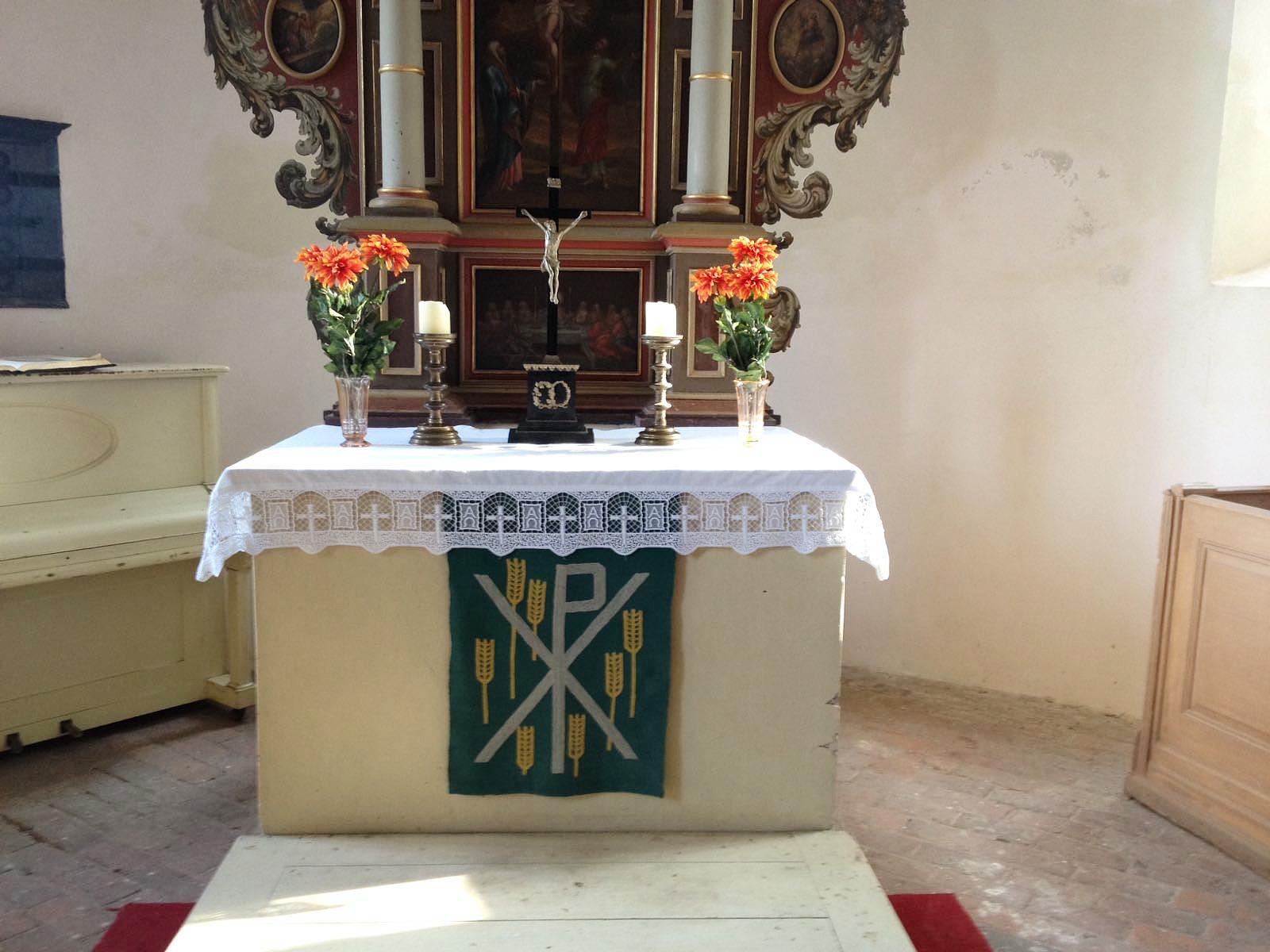 Neue Altardecke
