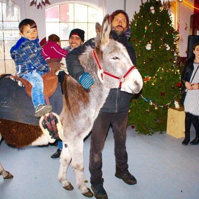 """""""Brück hilft"""" feiert in der weihnachtlich geschmückten Fahrradwerkstatt"""