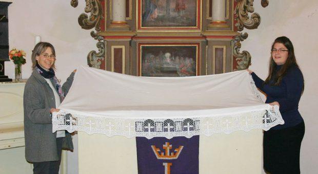 Neue Altardecke in der Kirche Brück Rottstock eingeweiht