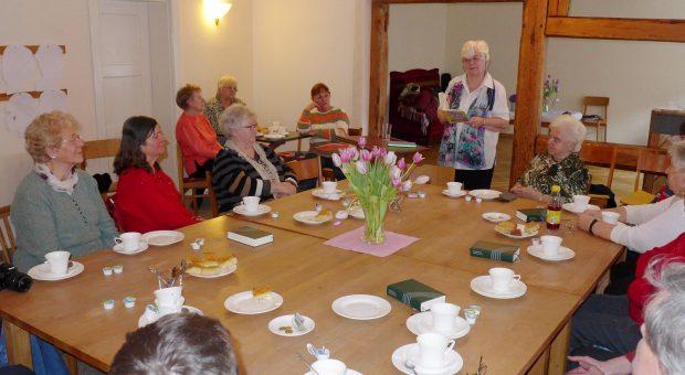 Frau Stechbart beim Gemeindenachmittag